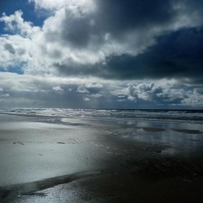 L'automne est arrivé la plage désertée, on a enfilé le ciré pour profiter d'une balade en attendant le retour des belles nuits étoilées